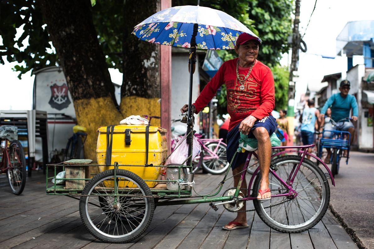 José Amiraldo Golveia dos Santos, 59 años, es vendedor de helados.