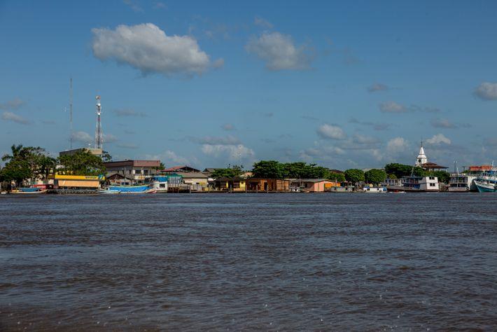 Afuá vista desde el río Amazonas. Debido a su geografía, en medio de los canales y ...