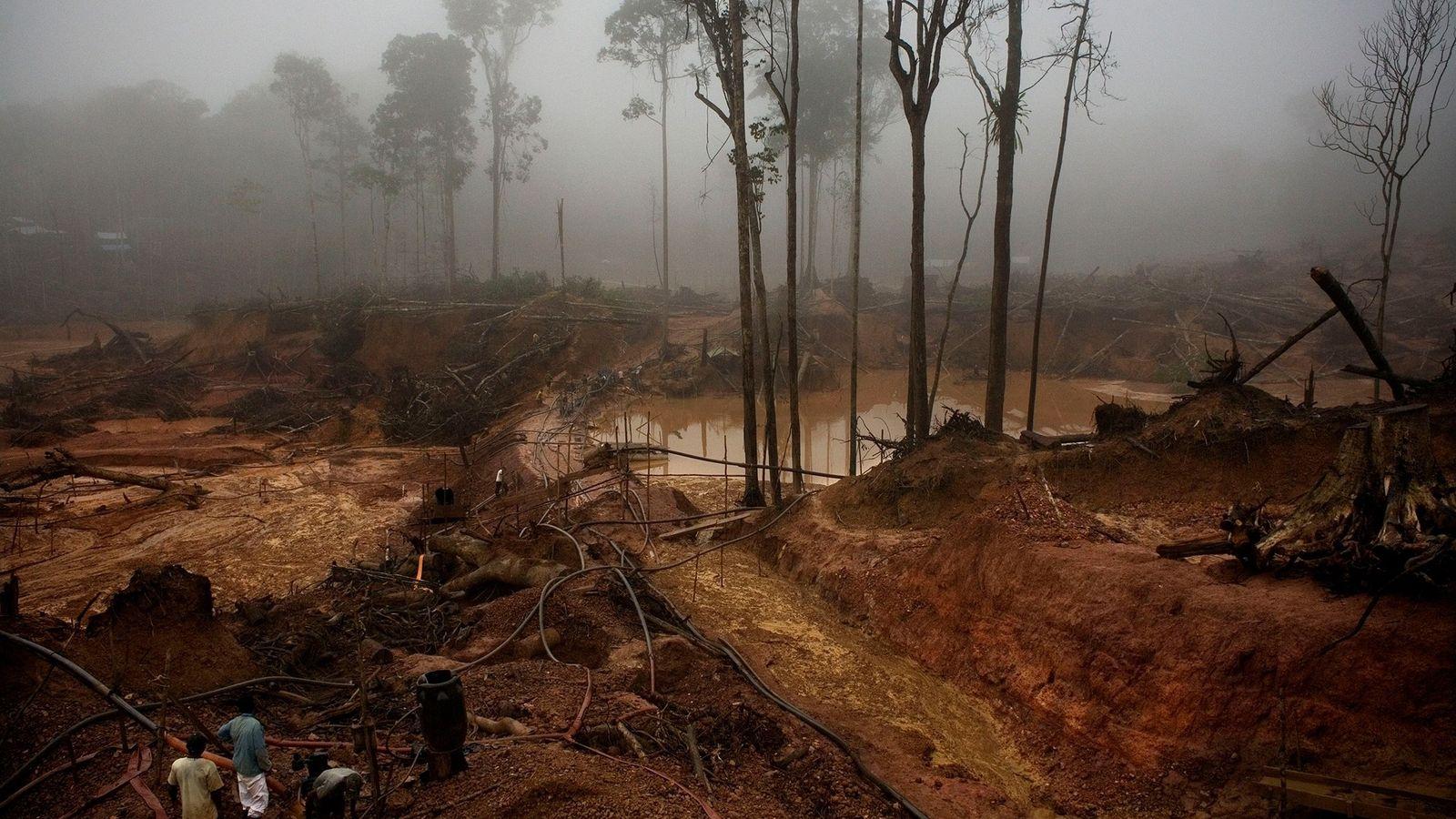 """El """"Garimpo do Juma"""" —una mina de oro en el río Juma en Apuí, Brasil— se ..."""