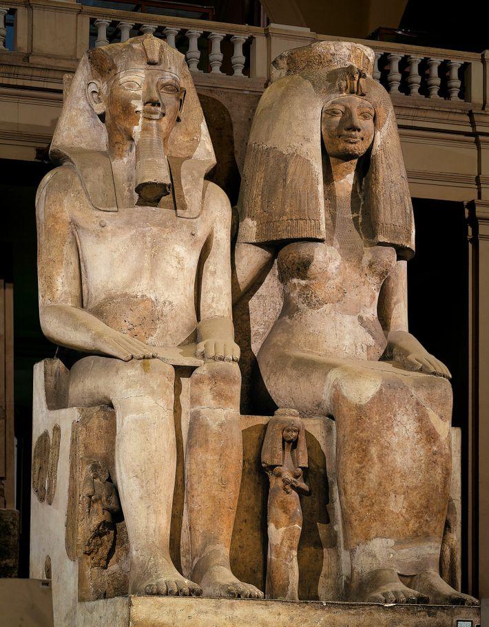 Las estatuas de Amenhotep III y su esposa Tiye solían ser del mismo tamaño, lo que ...