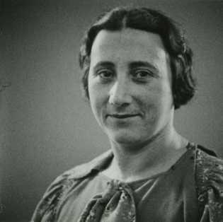 Edith Frank, la madre de Ana, murió el 6 de enero de 1945 en el campo ...