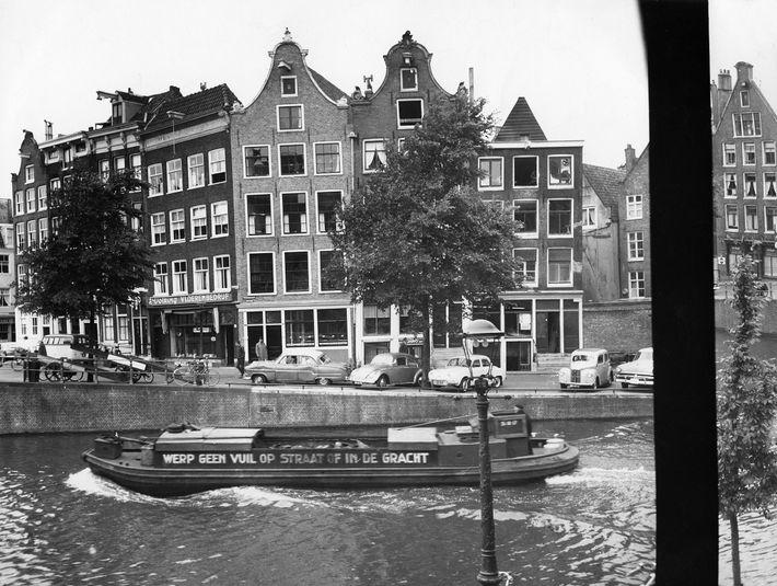 La vista desde el anexo donde se encontraban Ana Frank y otras siete personas: su hermana ...