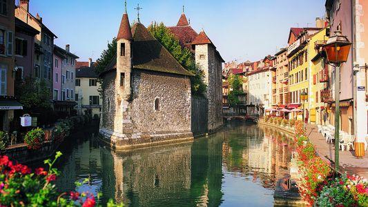 Si Venecia está inundada de turistas, ¿por qué no visitar estas otras ciudades flotantes?