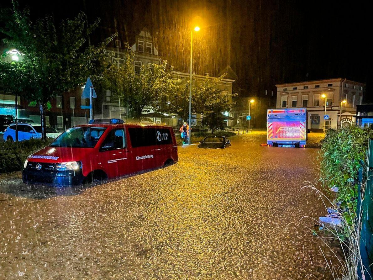 El 14 de julio cae una lluvia torrencial en Alemania. En algunas partes del país, llovió ...