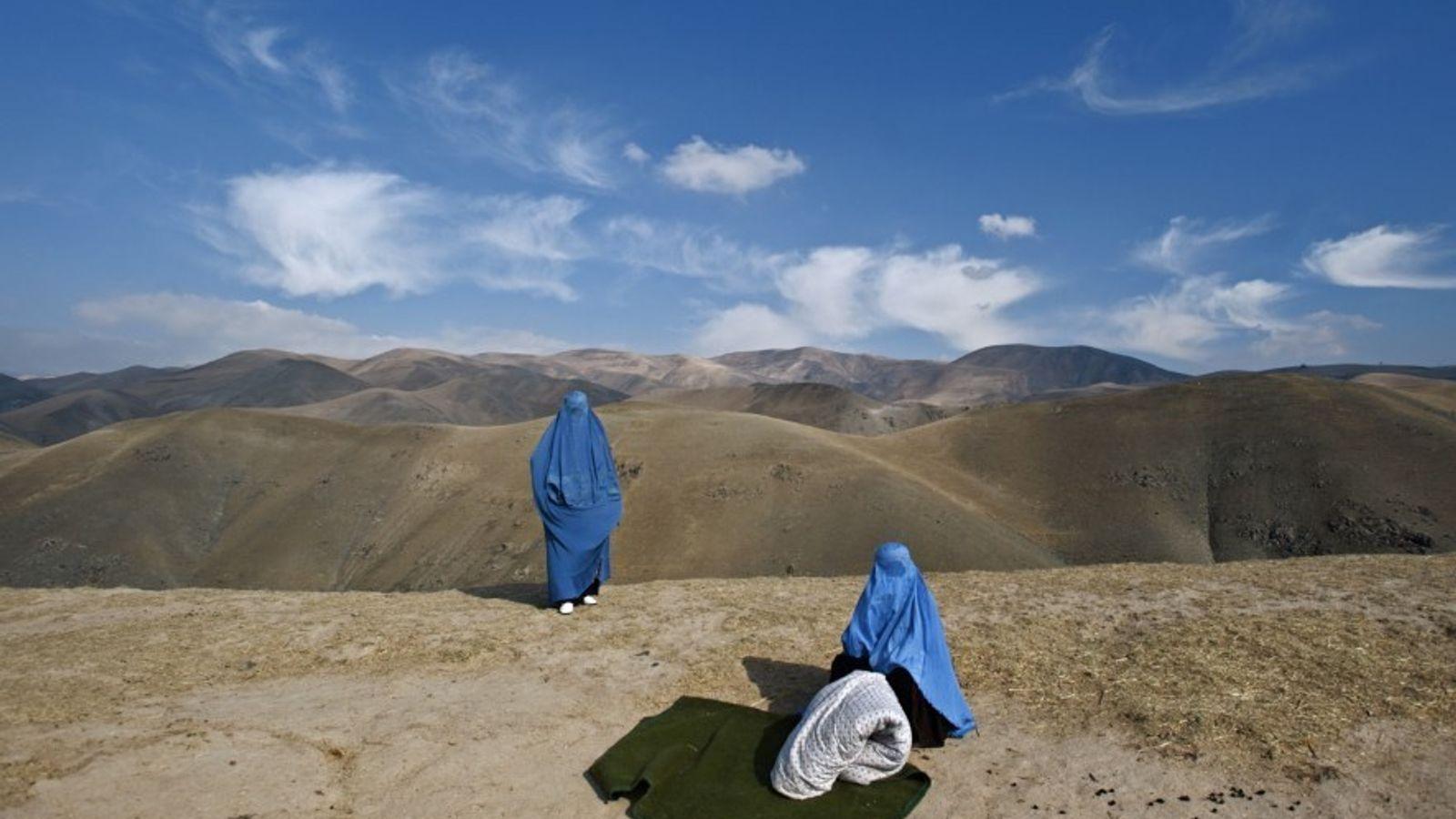 Lynsey Addario se encontró a dos mujeres solas en el Afganistán rural. Una de ellas estaba ...