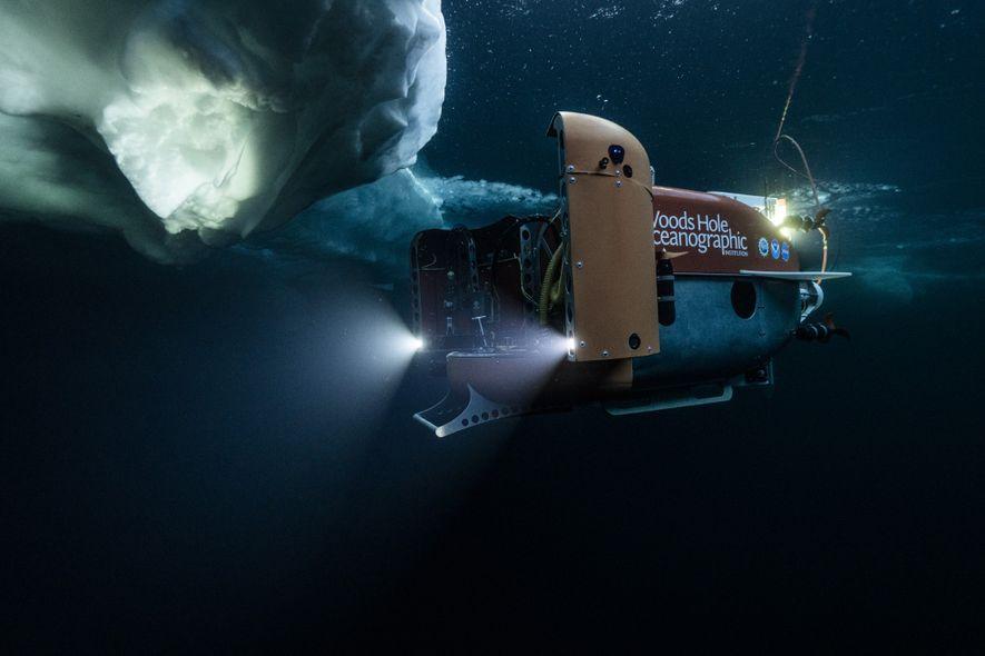 En octubre, el sumergible Neriud Under Ice comienza su exploración de las aguas del Ártico cubiertas ...