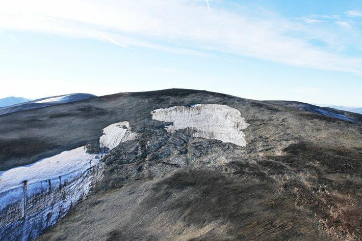 La parte superior del manchón de hielo de Langfonne se examinó en helicóptero. Los investigadores estiman ...