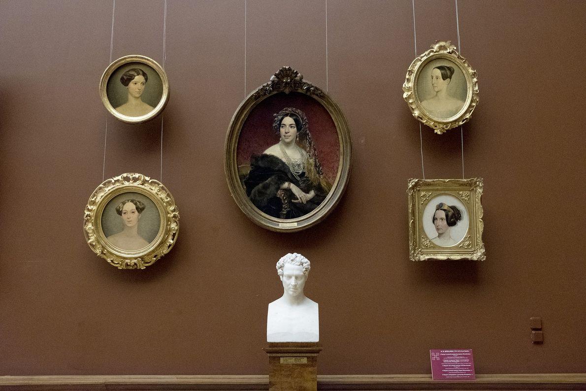 El museo, inaugurado en 1898 por el zar Nicolás II en memoria de su padre, Alejandro ...
