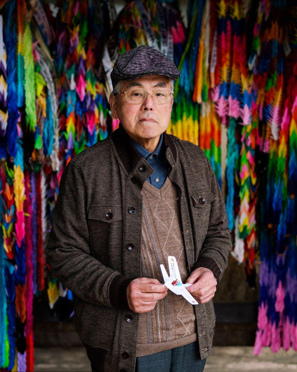 Shoso Kawamoto tenía 11 años cuando murieron sus padres a causa de la bomba. Al igual ...