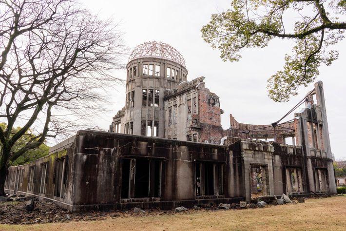 Uno de los pocos edificios que quedan en pie cerca de la zona cero, el Memorial ...