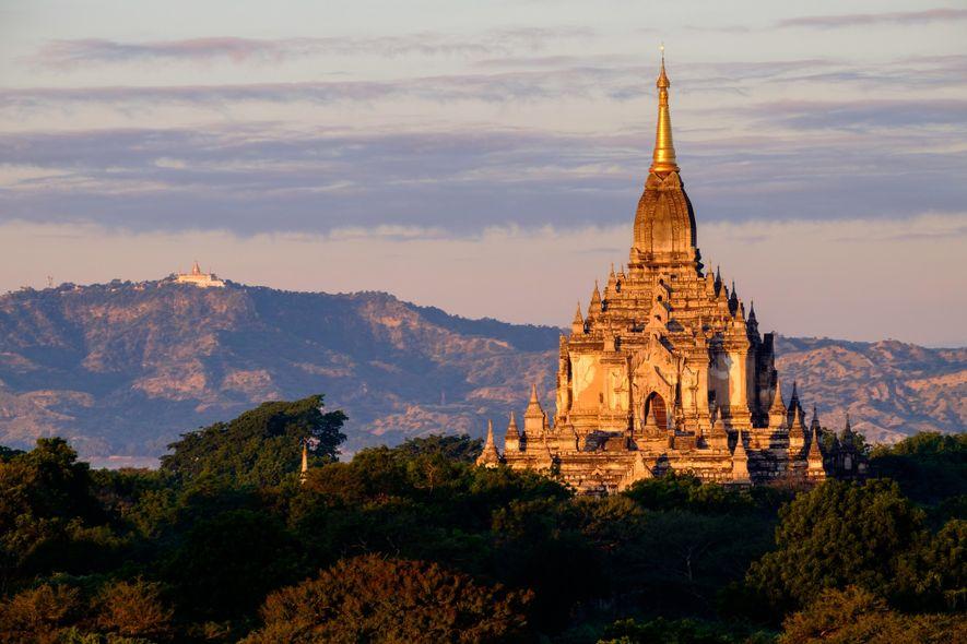 Birmania - Bagan, una árida meseta sagrada de Birmania, está plagada de templos, estupas, pagodas y ...