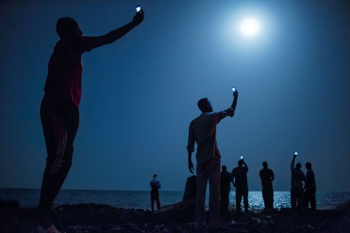 DJIBOUTI, Djibouti A principios de 2013, el escritor de National Geographic, Paul Salopek, comenzó una caminata que ...