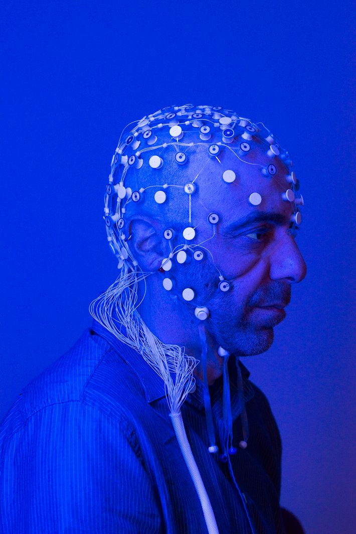 Vitaly Napadow, neurocientífico de la Escuela de Medicina de Harvard y del Hospital General de Massachusetts, ...
