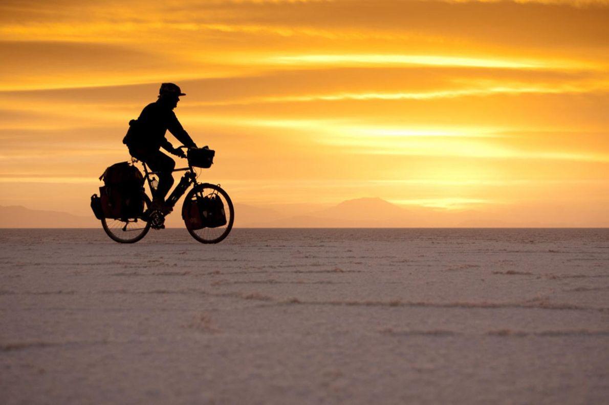 SALAR DE UYUNI, BOLIVIA Un viaje por Sudamérica en bicicleta, visitando lugares tan mágicos como el Salar ...