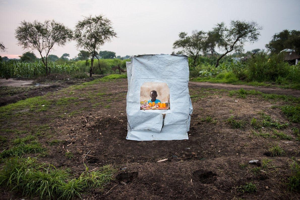 La mayoría de los residentes del campo de refugiados de Bidibidi, en Uganda, son niños; muchos ...