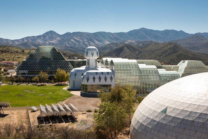 Biosphere 2 en Oracle, Arizona, tiene un bosque tropical en miniatura en el que los árboles ...