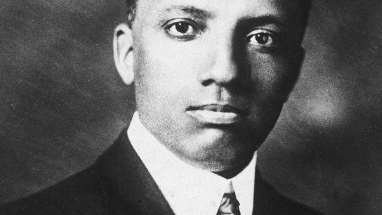 Retrato del historiador y educador estadounidense Carter Godwin Woodson (1875-1950), década de 1910.