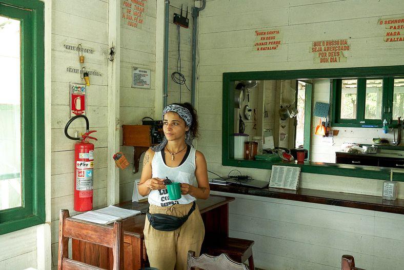 Jéssica Melo dentro de la embarcación que sirvió de base a los investigadores durante las salidas ...