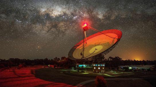 El radiotelescopio Parkes, en Nueva Gales del Sur, Australia, gestionado por la Organización de Investigación Científica ...