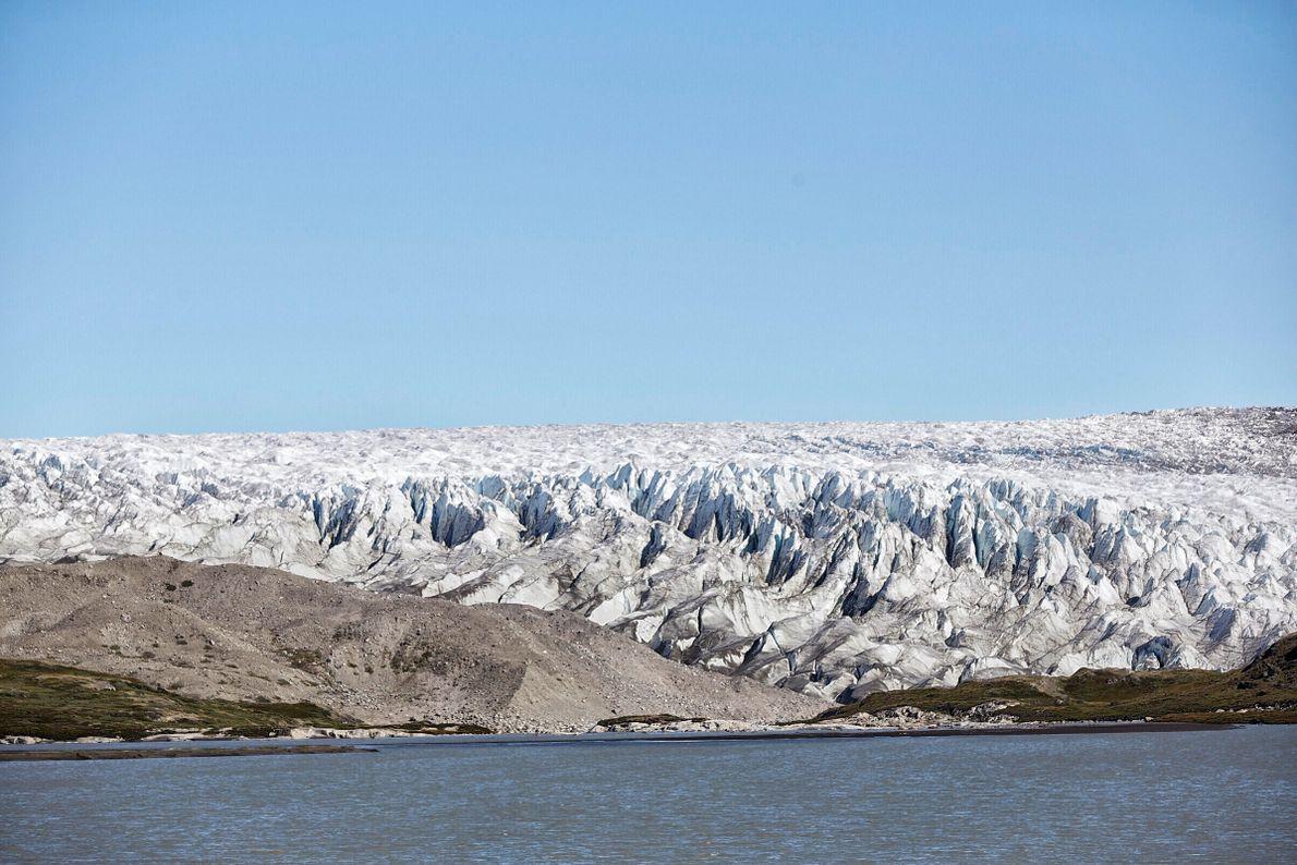 Groenlandia está solo habitada en las costas ya que el 80% de su territorio está conformado ...