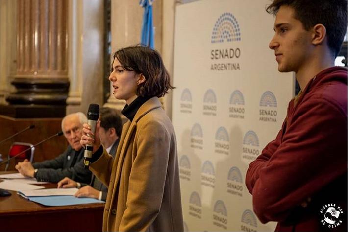Jóvenes que luchan contra el Cambio Climático en el Senado argentino.