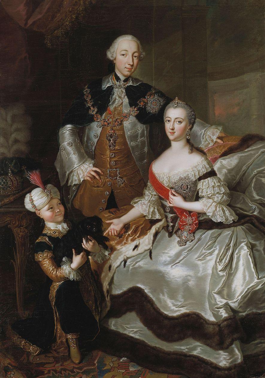 Catalina la Grande posa junto a su marido Pedro III y su hijo Pablo I, quien ...