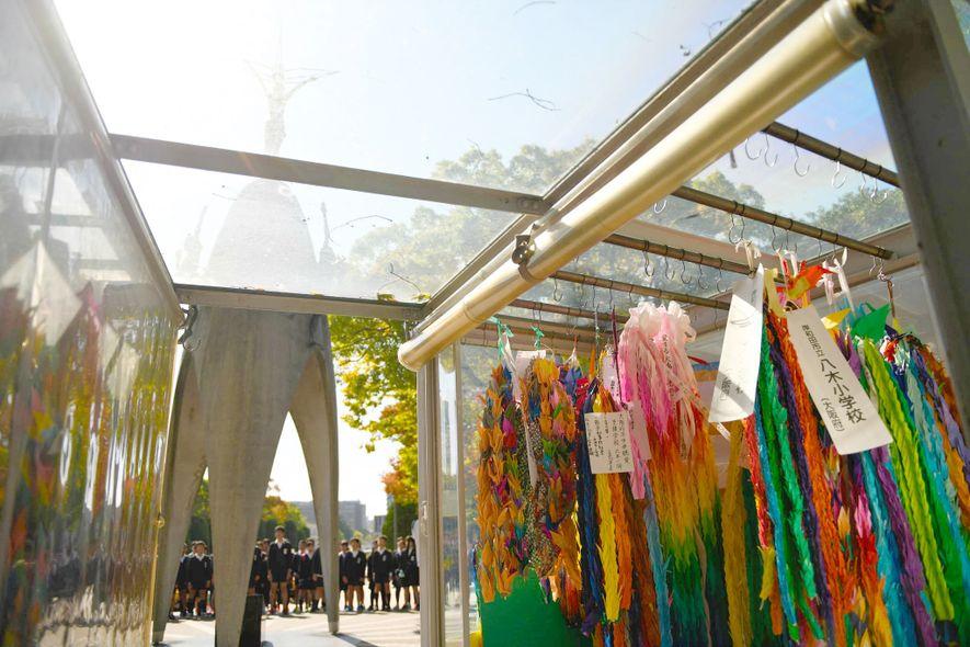 El Monumento a la Paz de los Niños en el Parque Conmemorativo de la Paz de ...