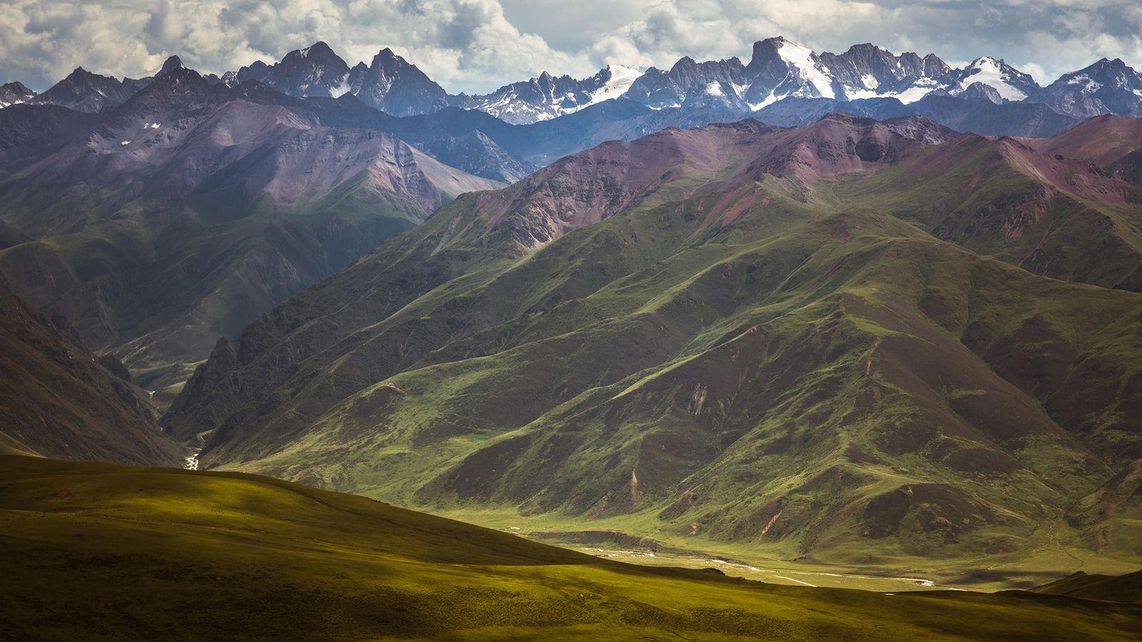 Los paisajes salvajes de la meseta tibetana dominan el Sanjiangyuan National Park, que se terminó en ...