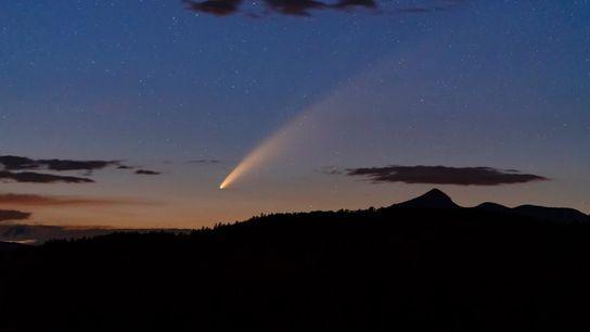 Lejos de las luces de la ciudad de New Hampshire, el Cometa NEOWISE ofreció un espectáculo ...
