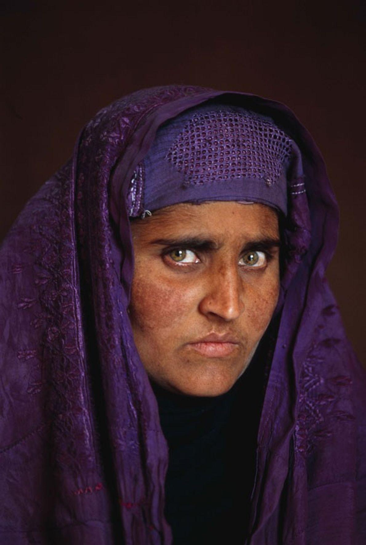 Dieciocho años después de que tomaran su foto, Sharbat Gula, que ahora vive en las montañas ...