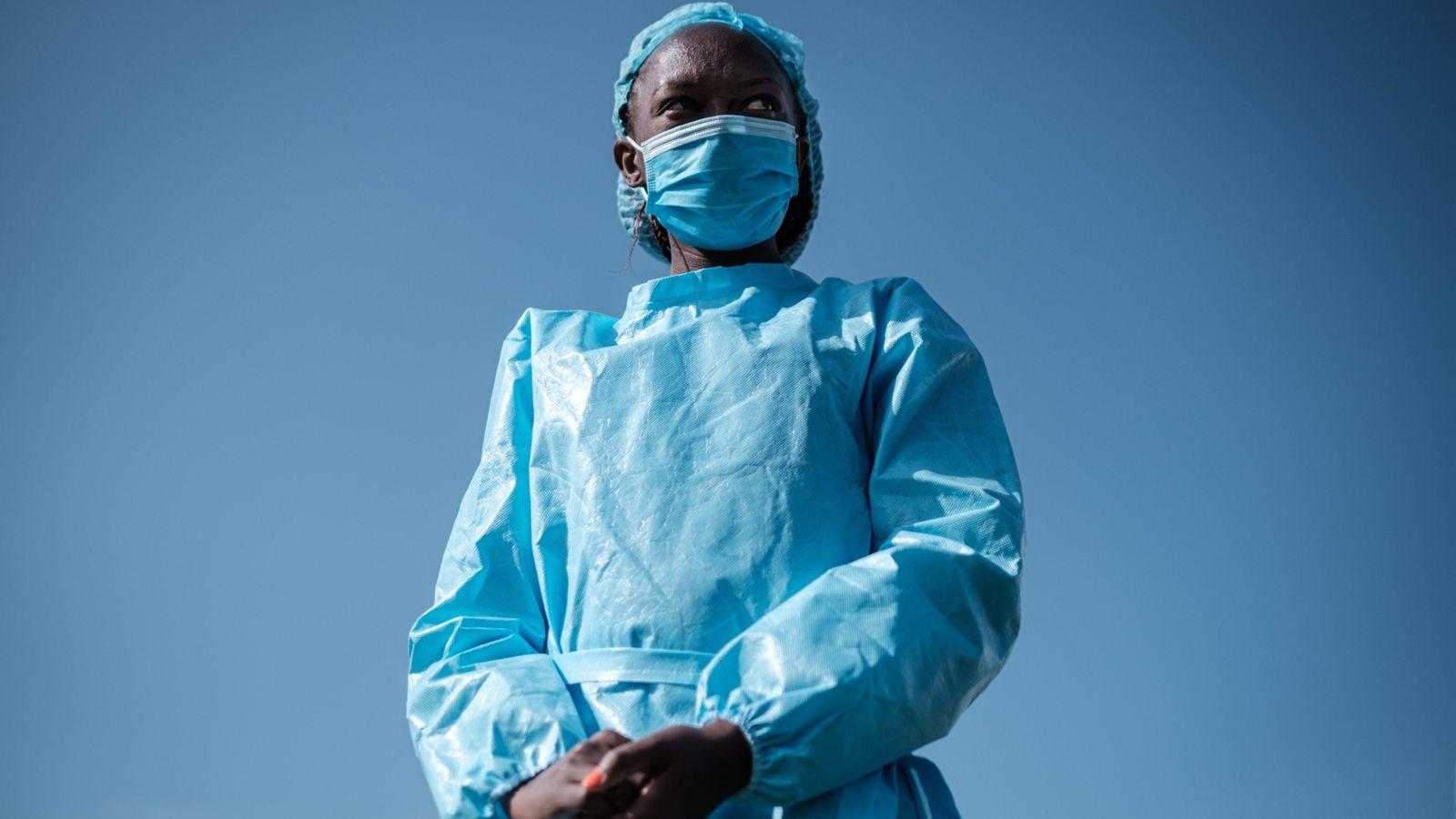 Elizabeth Wanjiru, enfermera de la Cruz Roja, durante una celebración de enfermeras en el estadio Kenyatta ...