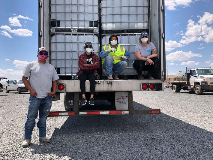 Emma Robbins, directora del Navajo Water Project de DigDeep, está trabajando para ampliar el acceso a ...