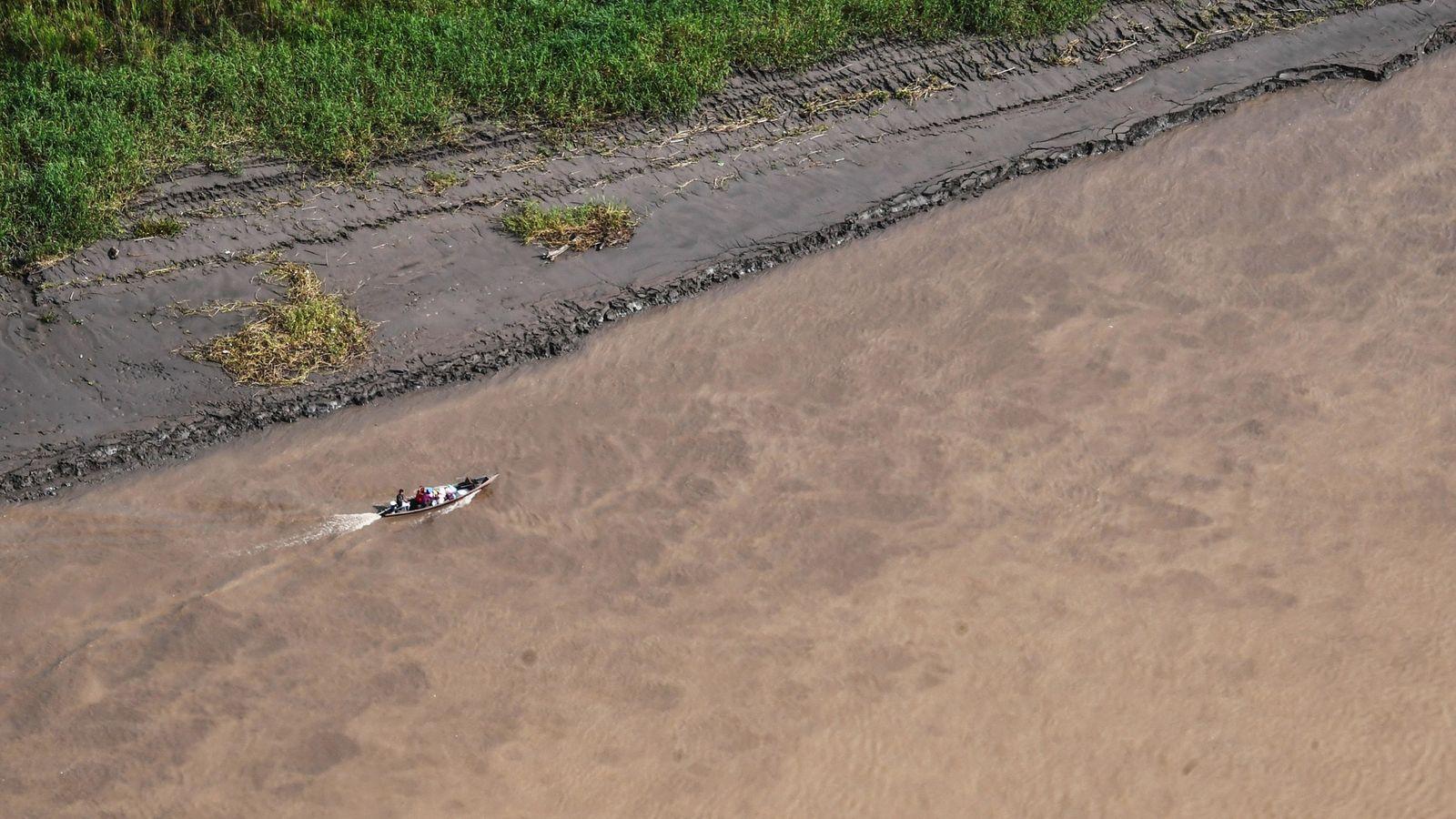 El río Javari y sus afluentes forman una red de vías fluviales que conducen al territorio ...
