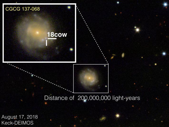 El 17 de agosto de 2018, el instrumental DEIMOS del Observatorio W.M. Keck tomó esta imagen ...