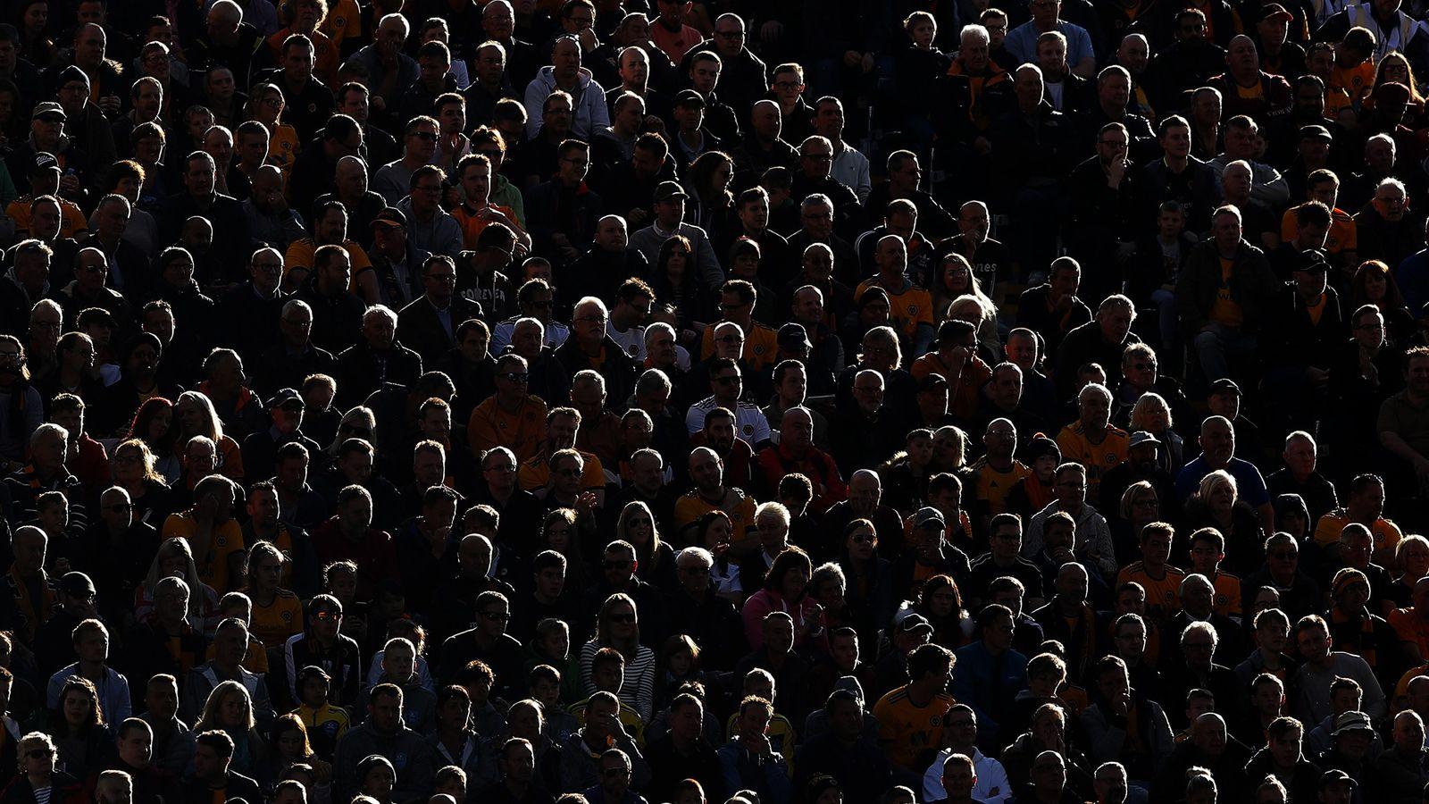 Los neurocientíficos y psicólogos postulan que las personas no temen estar cerca de extraños y multitudes ...