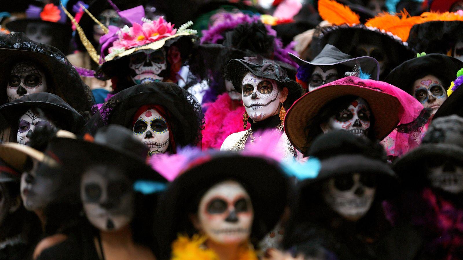 Más 500 mujeres se reunieron en la Ciudad de México el 1 de noviembre de 2014 ...