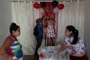 Tan pronto como se levantó el confinamiento en La Habana, la familia de Karla comenzó a ...
