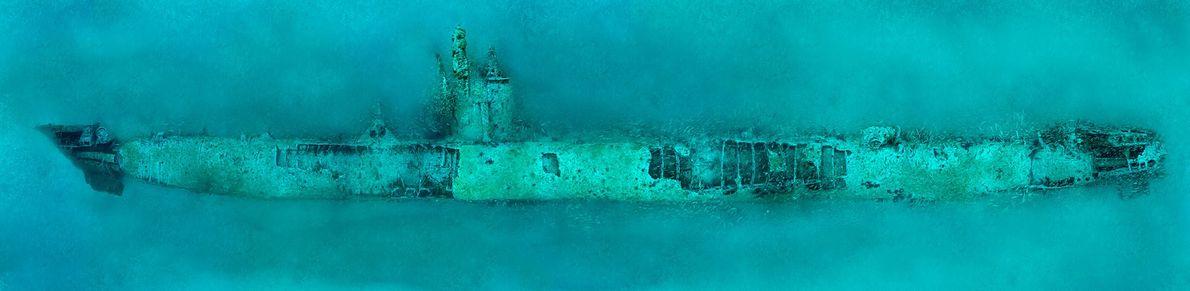 El submarino alemán U-352 yace en el fondo del Atlántico en Morehead City, Carolina del Norte. ...