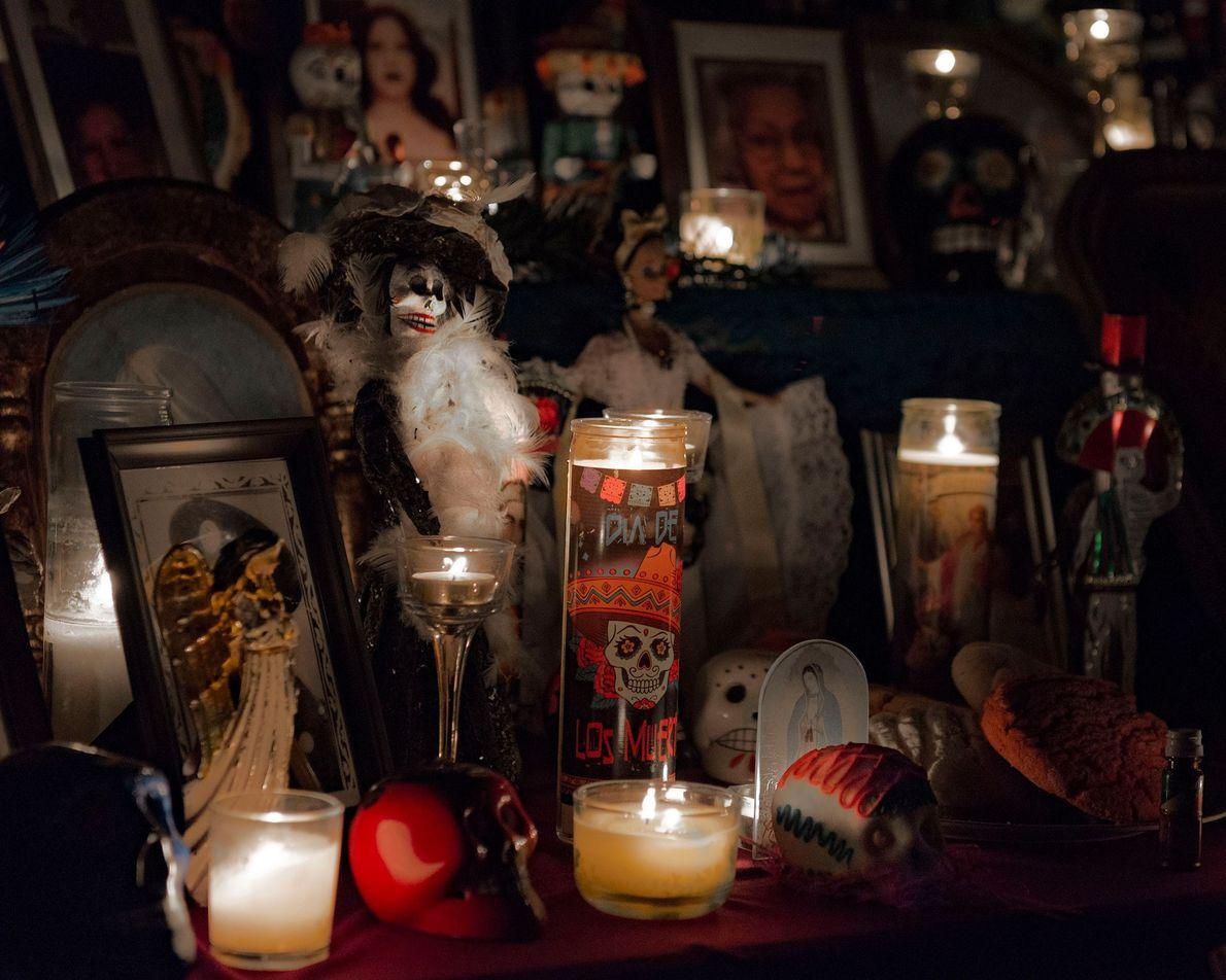 En San Francisco, el festival de altares es un clásico del Día de los Muertos. Para ...
