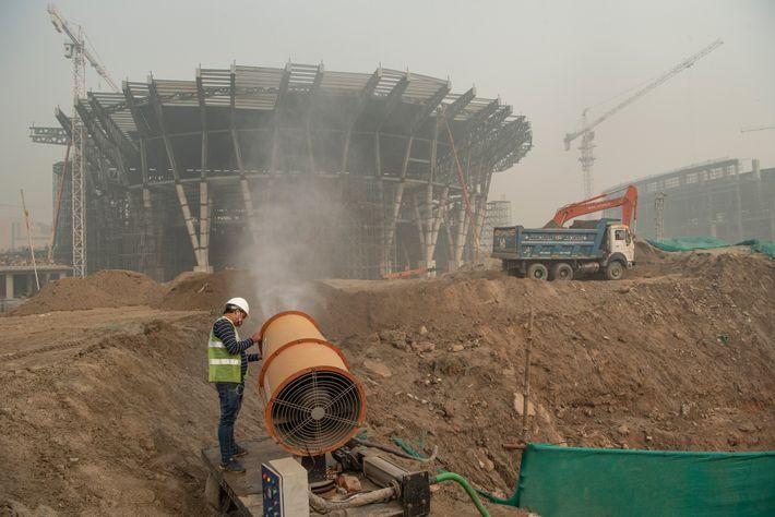 Una empresa de construcción de Nueva Delhi emplea una pistola de smog para controlar la contaminación ...
