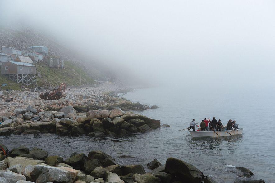 Los habitantes de Diómedes Menor salen a pescar cangrejos. En los días en que las aguas ...