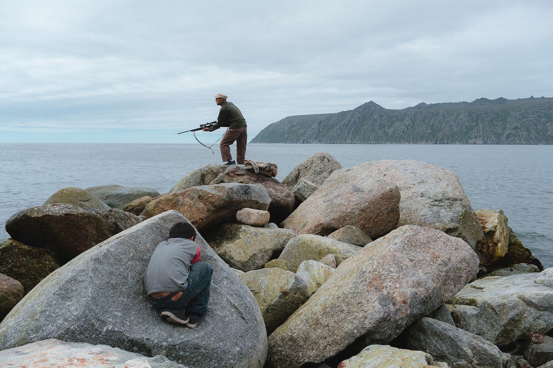 Ed Soolook, veterano retirado del Ejército de los Estados Unidos y nativo de Alaska, busca una ...