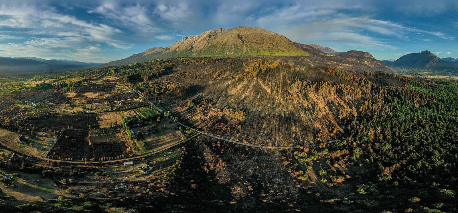 Cerro Piltriquitrón. Un plano aéreo realizado con un drone muestra parte de las zonas que fueron ...
