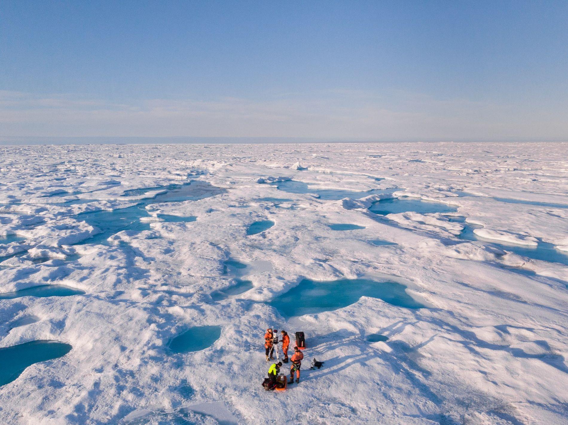 Hielo marino sobre el mar de Groenlandia cerca del noroeste de Groenlandia. Este verano, el hielo ...