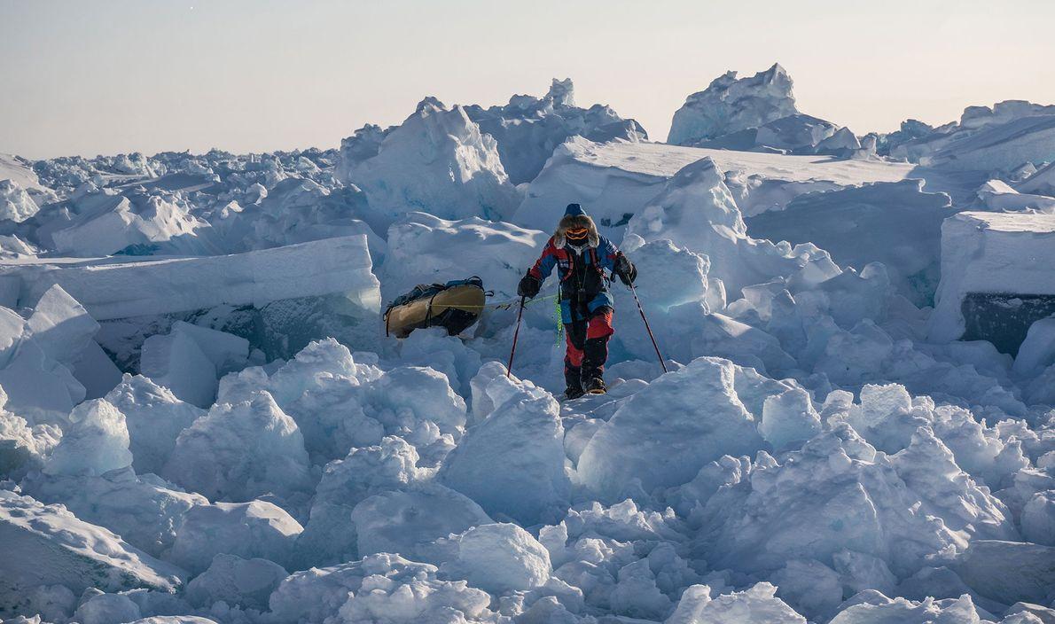 El hielo joven es dinámico, cambia constantemente y crea montones caóticos difíciles de atravesar.