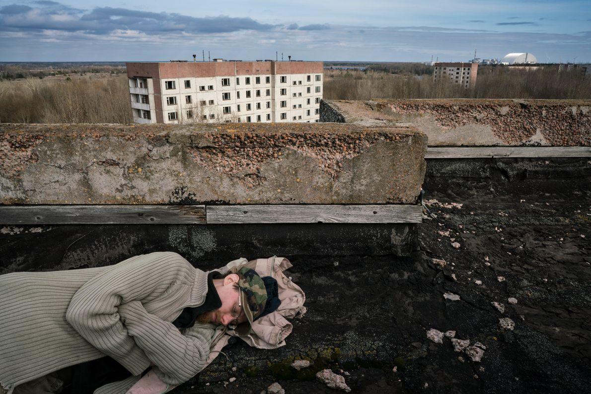 Sherekh (apodado Freeman) duerme en el tejado de un edificio a poco más de tres kilómetros ...