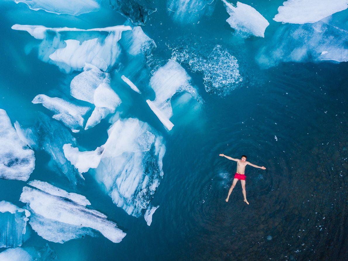 Nadando entre hielo
