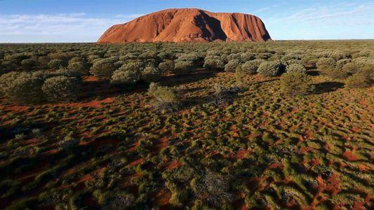 Prohíben escalar la montaña sagrada Uluṟu, en Australia