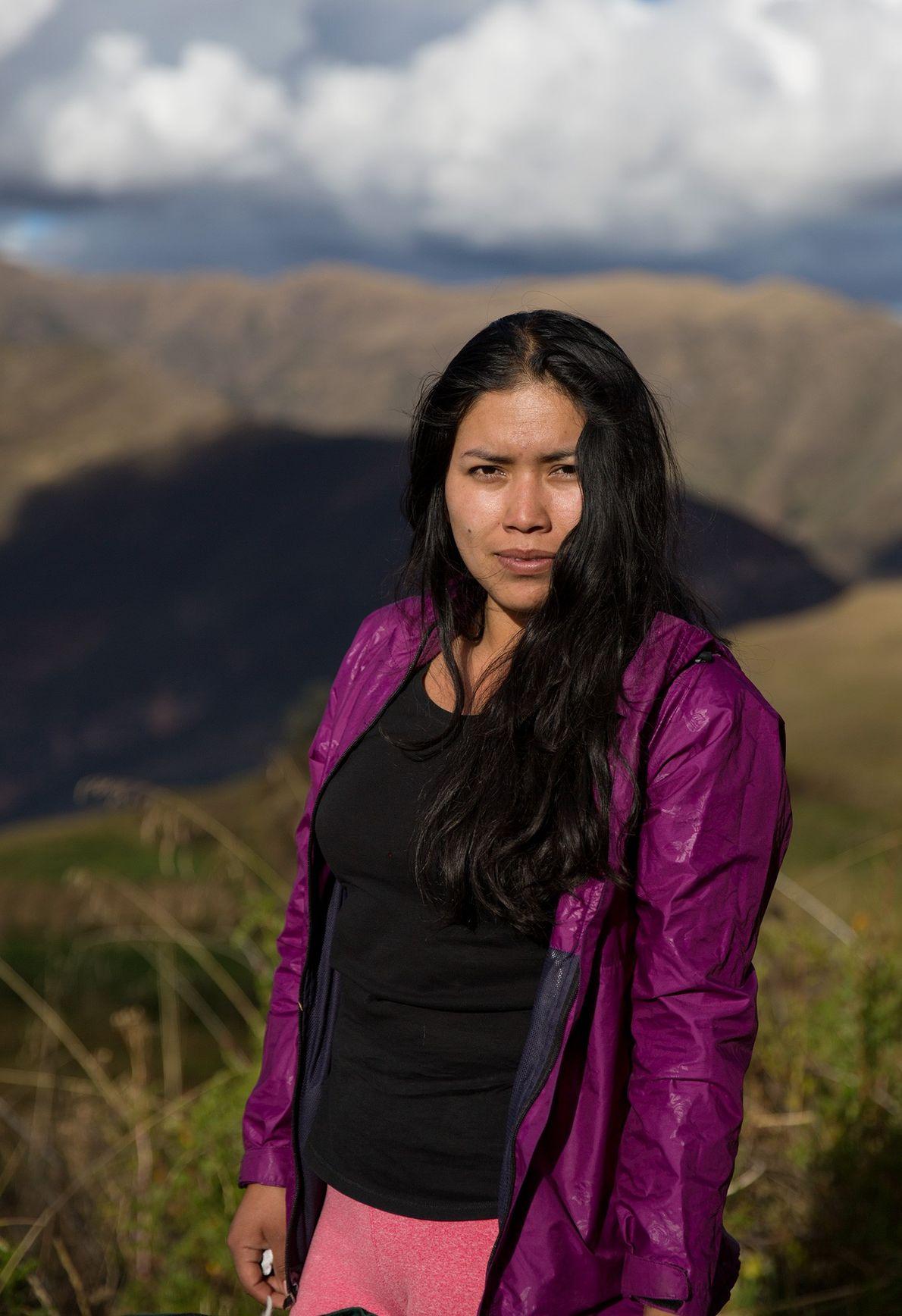 Sara Qqehuarahucho Zamalloa, de 24 años, es porteadora y guía en formación. A pesar de haberse …
