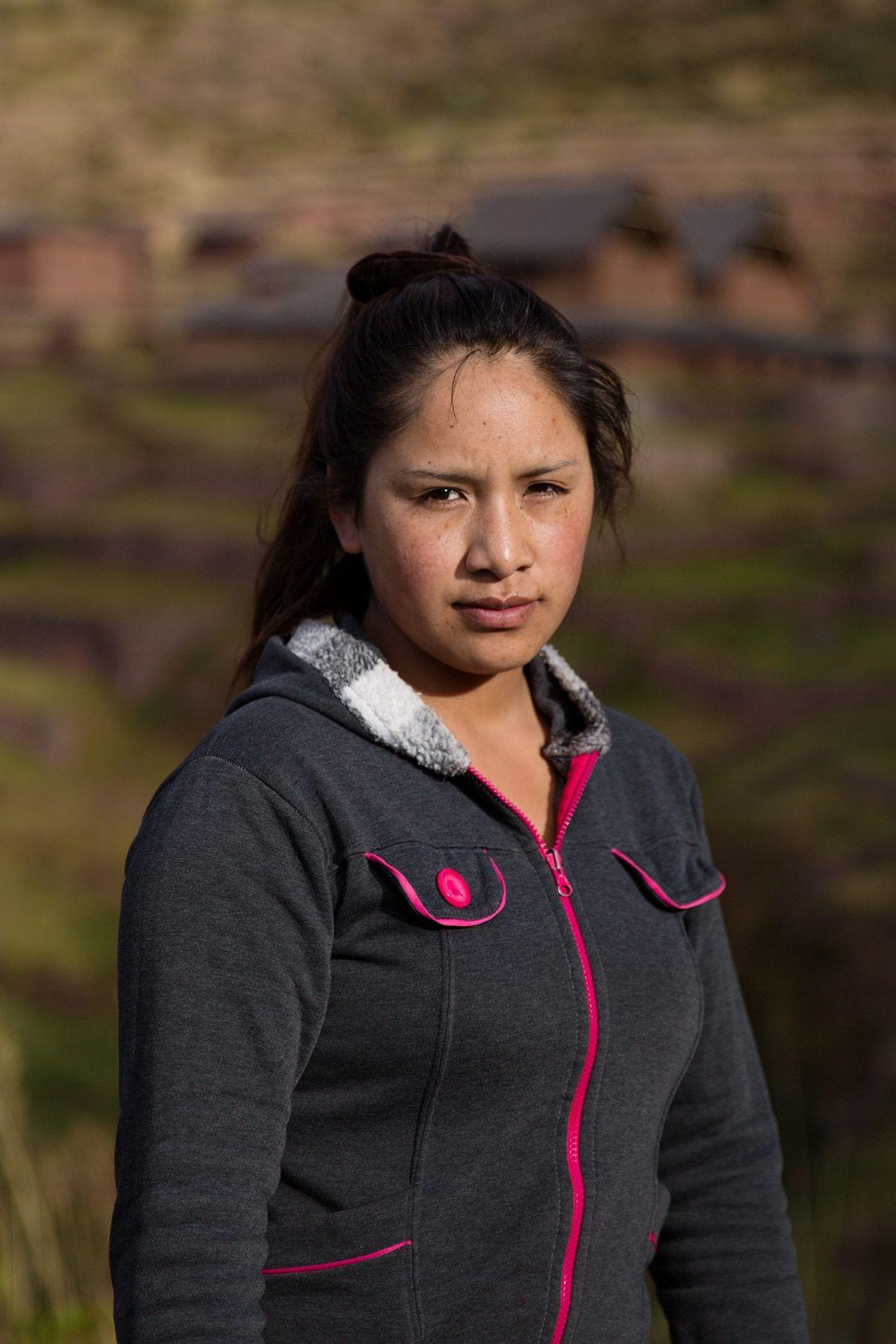Nelly Hancco Tucta también es porteadora  y estudiante de guía de turismo. Antes de unirse ...